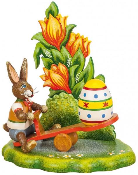 Osterhase mit Wippe und Osterei aus Holz von der Serie Hubrig Osterhasen