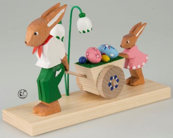 Holzschnitzerei Osterhasen mit Wagen, 11 cm, Bettina Franke Deutschneudorf/ Erzgebirge