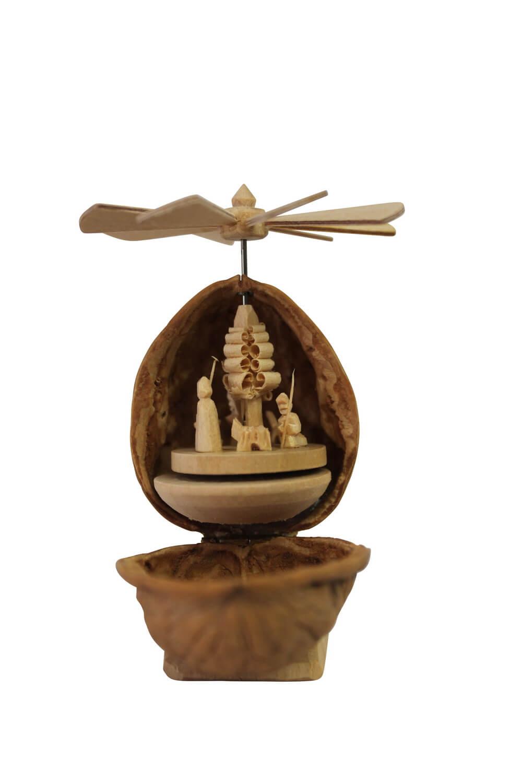 Walnuss Krippe mit Weihnachtspyramide, geschnitzt, 7 cm hoch, Nestler-Seiffen.com OHG Seiffen/ Erzgebirge