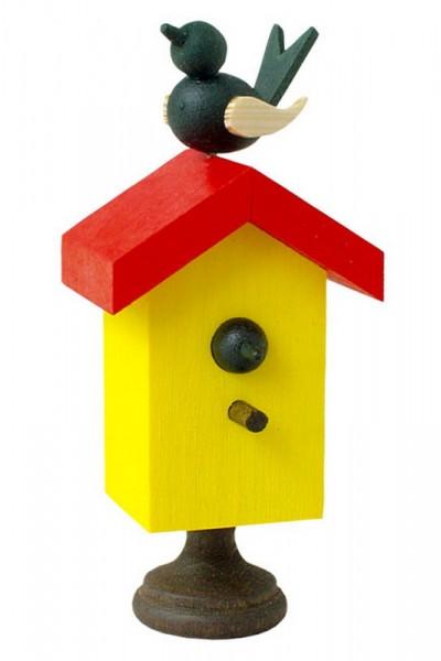 Dieses originelle Spielzeug, ist ein traditionelles Produkt aus dem Erzgebirge. Dreht man am Sockel des Starhäuschens, so bewegt sich der Vogel auf dem Dach …
