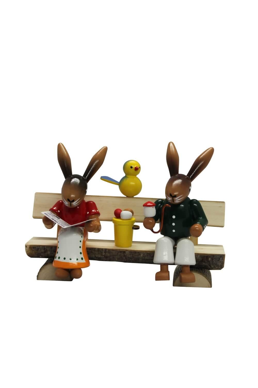 Osterhasenbank mit Hasenpaar sitzend und Vöglein, handbemalt farbig, 13 x 10 cm, Nestler-Seiffen.com OHG Seiffen/ Erzgebirge