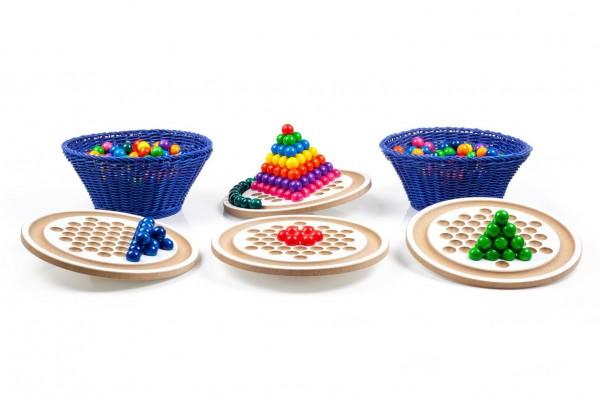Na, wer kann es am besten? 4 tolle kreisrunde Balancierbretter von SINA Spielzeug Neuhausen/Erzgebirge, laden zum experimentieren mit dem Gleichgewicht ein. …