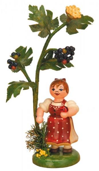 Mädchen steht am Holunderbaum aus Holz von Hubrig