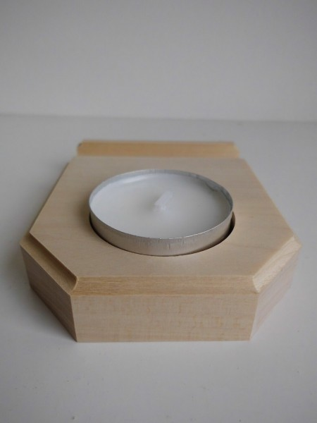 Teelichthalter für Miniaturrähmchen von Gunter Flath aus Seiffen / Erzgebirge Dieser Teelichthalter wurde Extra für die Miniaturrähmchen hergestellt. Vorn …