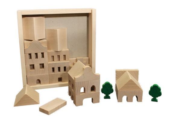 Bei diesem interessanten Holzbaukasten wird jedes Kind zum Bauklotzarchitekten. Der Baukasten bietet mit 41 Holzbausteinen viele Möglichkeiten zur …