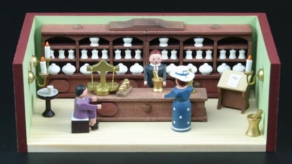 Miniaturstübchen Apotheke mit Apotheker von Gunter Flath aus Seiffen / Erzgebirge Detailgetreue Nachbildung einer Apotheke aus früheren Zeiten. Für jedes …
