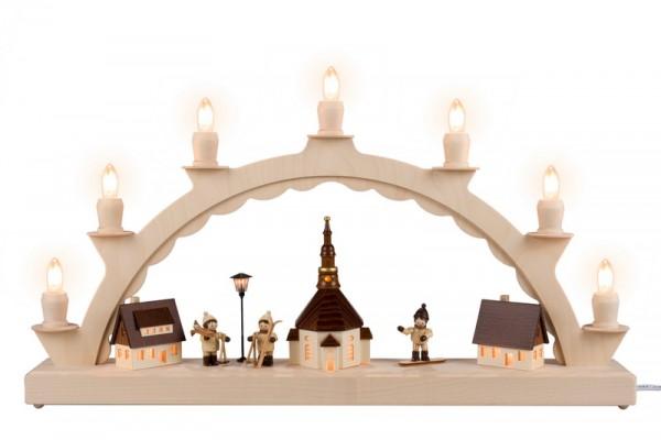 Schwibbogen Seiffener Dorf mit Winterkindern/ Snowboarder, beleuteter Straßenlaterne und beleuchteter Kirchturmuhr, komplett elektrisch beleuchtet, 50 x 32 …