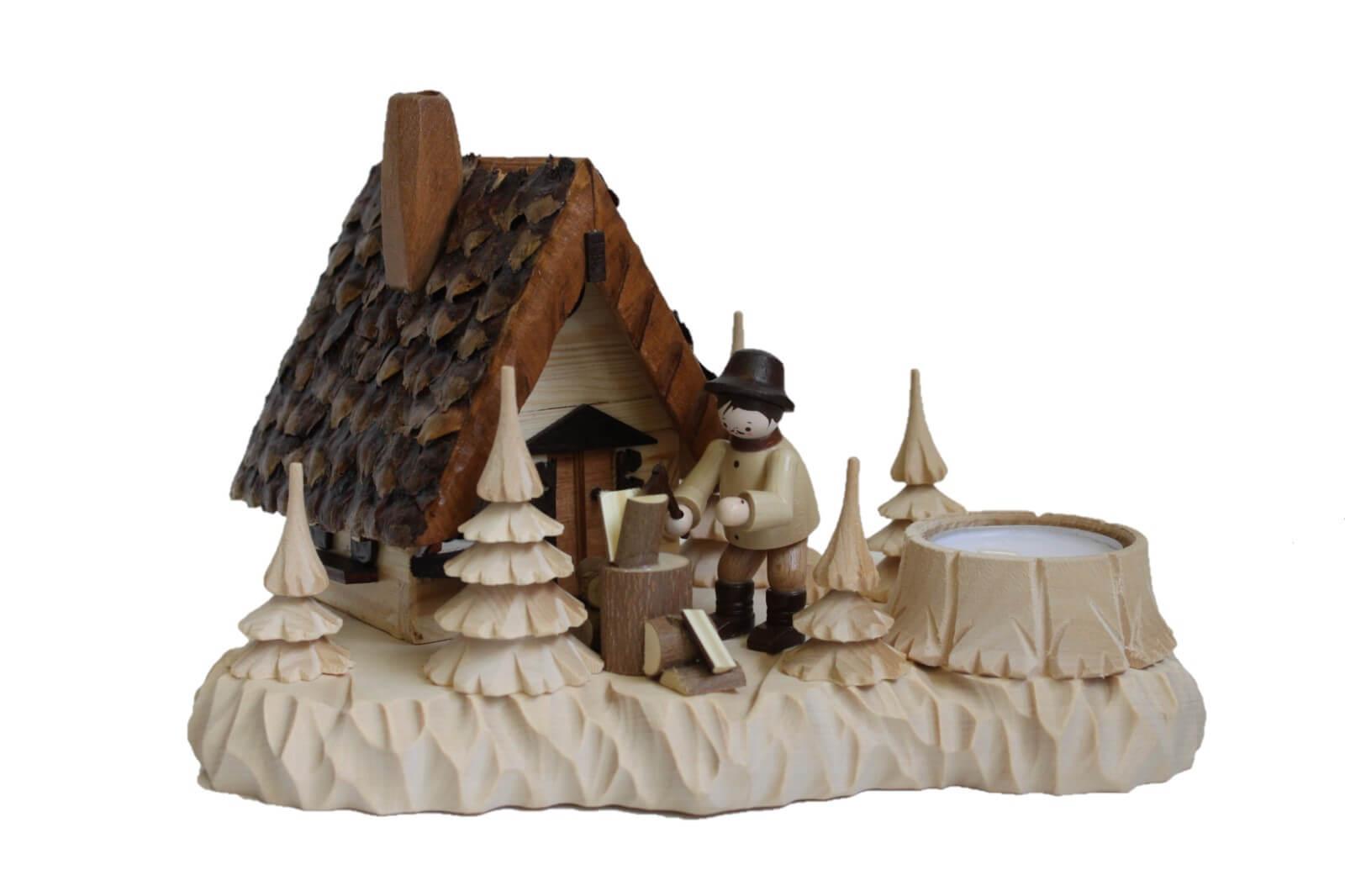 Das Räucherhaus Wildhüterhütte mit Teelicht und der Romy Thiel Figur Holzhacker, von Holzdrechslerei A. Lahl Deutschneudorf/ Erzgebirge, ist ein begehrtes …