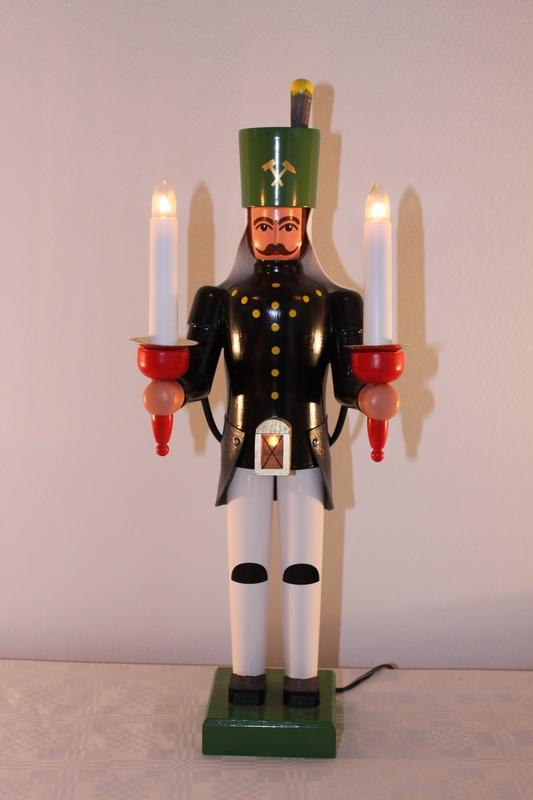 Bergmann mit Bauchlampe, bunt, elektrisch beleuchtet, mit Trafo, 38 cm von Nestler-Seiffen.com OHG Seiffen/ Erzgebirge