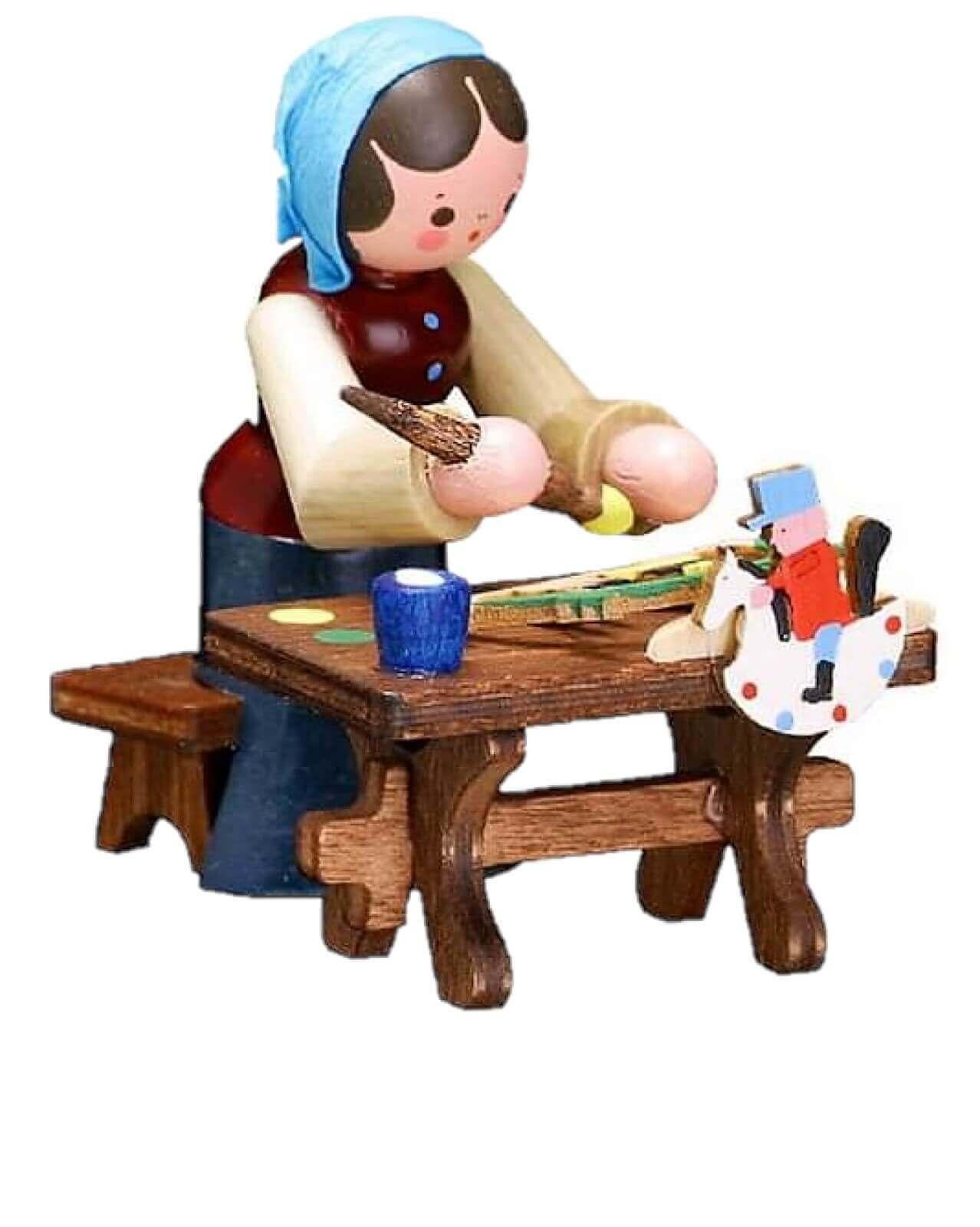 Die Schwibbogenmalerin, farbig von Romy Thiel Deutschneudorf/ Erzgebirge, malt in liebvoller Kleinarbeit diesen tollen Schwibbogen.Schwibbogen / …