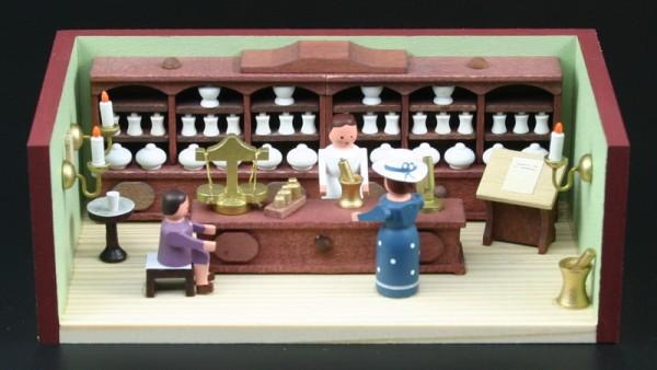 Miniaturstübchen Apotheke mit Apothekerin von Gunter Flath aus Seiffen / Erzgebirge Detailgetreue Nachbildung einer Apotheke aus früheren Zeiten. Für jedes …