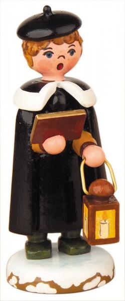 Weihnachtsfigur Kurrendejunge mit Laterne von Hubrig Volkskunst GmbH Zschorlau/ Erzgebirge ist 7 cm groß.