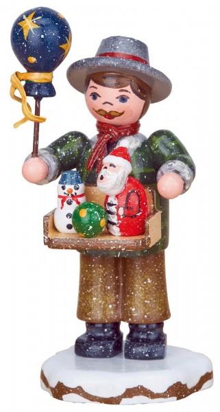 Winterkind Spielwarenhändler von Hubrig Volkskunst GmbH Zschorlau/ Erzgebirge ist 8 cm groß.