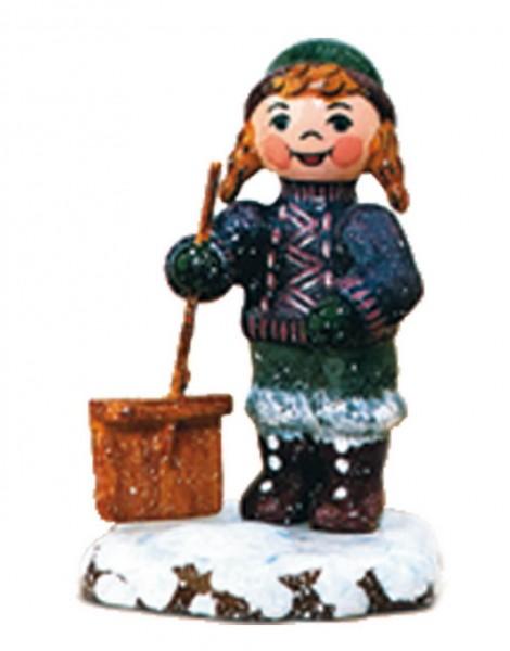 Winterkind Schneefeger von Hubrig Volkskunst GmbH Zschorlau/ Erzgebirge ist 6 cm groß.