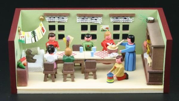 Miniaturstübchen Kindergarten von Gunter Flath aus Seiffen / Erzgebirge Detailgetreue Nachbildung eines Kindergartenraumes aus früheren Zeiten. Die Kinder …