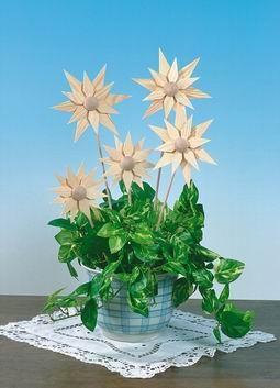 Frühlingsdeko Holzsterne mit Stab, 5 Stück, Durchmesser 12 cm von Martina Rudolph Seiffen/ Erzgebirge Aus Ihrem wunderbaren Frühlingsstrauß können sie den …