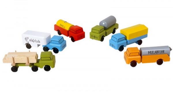 LKW gehören zu den klassischen Kinderspielzeugen im Bereich Fahrzeuge. Dieses LKW Set,bestehend aus 6 Stück in verschiedenen Variatioinen, bietet viel …