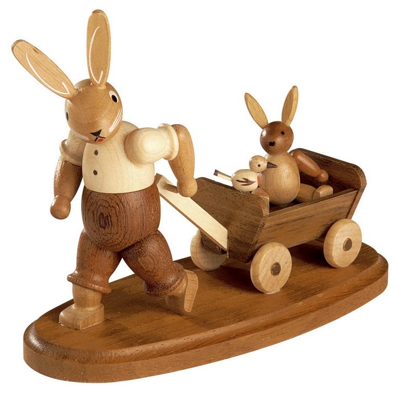 Osterhasenvater von Müller Kleinkunst mit Kind auf Bollerwagen, natur