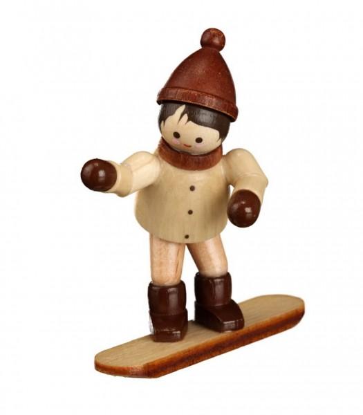 Das Winterkind mit Snowboard, mini in natur von Romy Thiel Deutschneudorf/ Erzgebirge, kann es kaum noch abwarten. Endlich auf die Piste, endlich wieder Spaß …