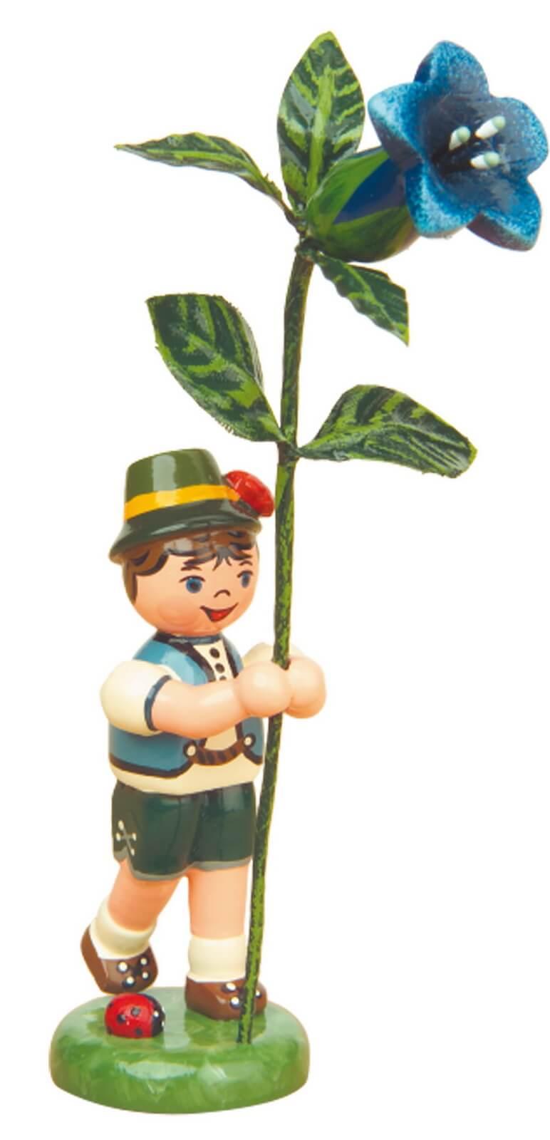 Junge mit Enzian aus Holz von der Serie Hubrig Blumenkinder