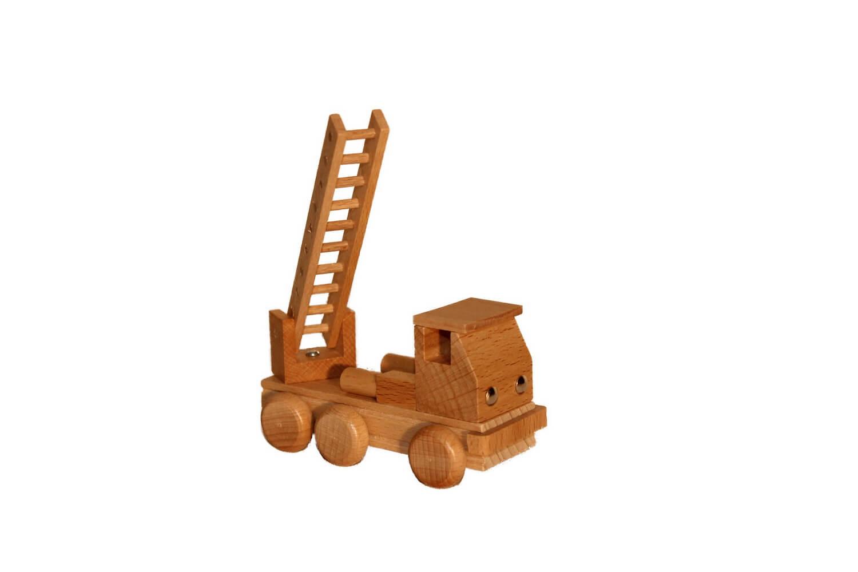 Holzspielzeug ist nicht nur ein Stück Natur, sondern auch solide, langlebig und pädagogisch wertvoll! Kinder wollen die Welt erkunden und setzen beim Spielen …