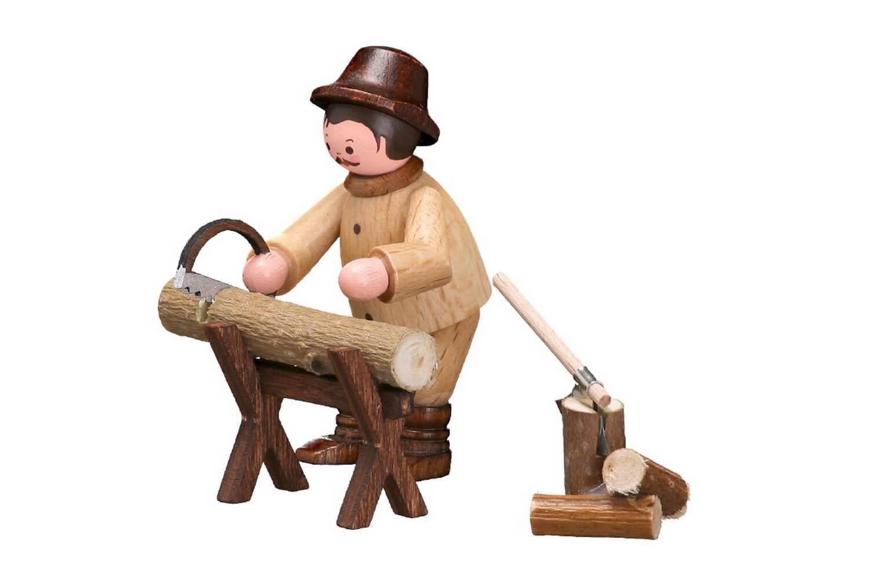 Fleißig ist unser Waldmann am Sägebock in natur von Romy Thiel Deutschneudorf/ Erzgebirge. Er sägt schon mal das Holz für den Winter. So kann es noch trocken, …