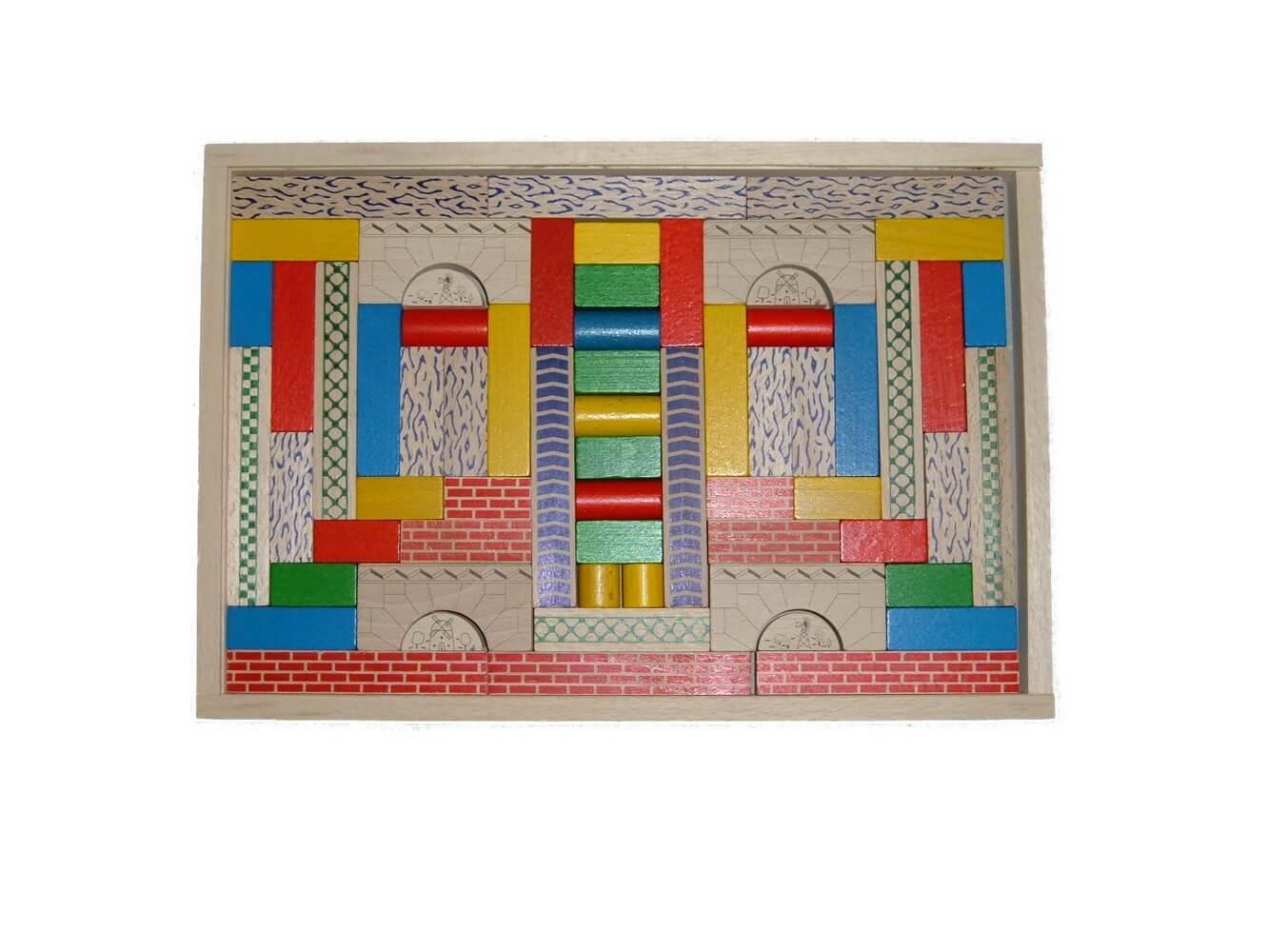 Der Baukasten Junior 1 enthält 61 Bausteine. Mit diesen farblich ganz unterschiedlich gestalteten Bauklötzen lassen richtig tolle Brücken und ähnliche Objekte …