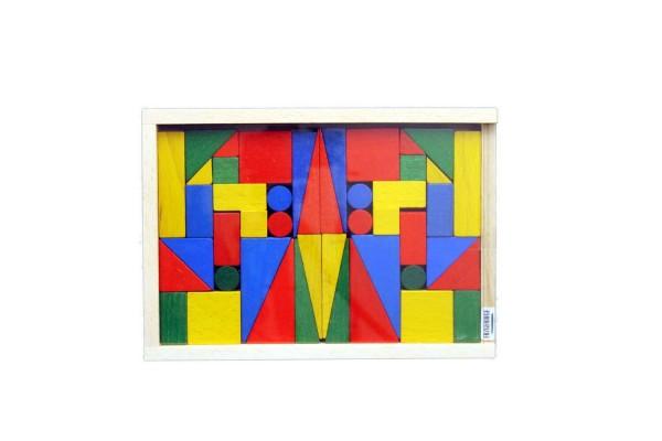Der Baukasten Piccolo mit den 46 bunten Holzbausteinen der Klassiker unter den Kinderspielzeugen. Die Formen sind von den Maßen her genau aufeinander …