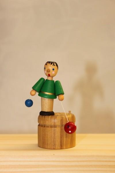 Die Klassischen Wackelfiguren mit ausgeprägtem Niedlichkeitsfaktor aus Seiffen/Erzgebirge sind beliebt bei Jung und Alt und eignen sich somit hervorragend als …