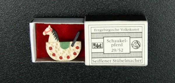 Mini - Zündholzschachtel Schaukelpferd von Gunter Flath aus Seiffen / Erzgebirge Detailgetreue Nachbildung von eines Schaukelpferdes aus früheren Zeiten. …