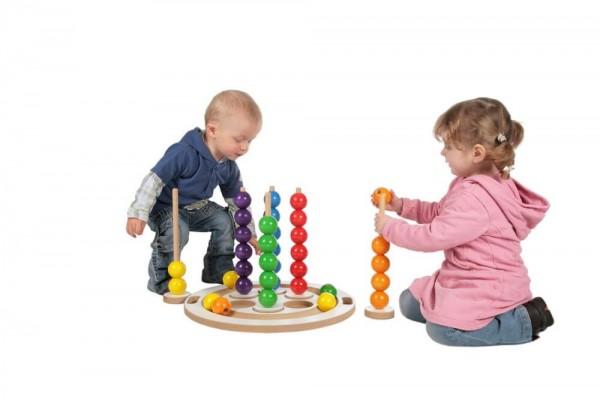 Greifen, Stecken, Rollen...all das können die kleinen Kinderhände ausprobieren, bei dem Gruppen-Steckspiel von SINA Spielzeug Neuhausen/Erzgebirge. Zum Inhalt …