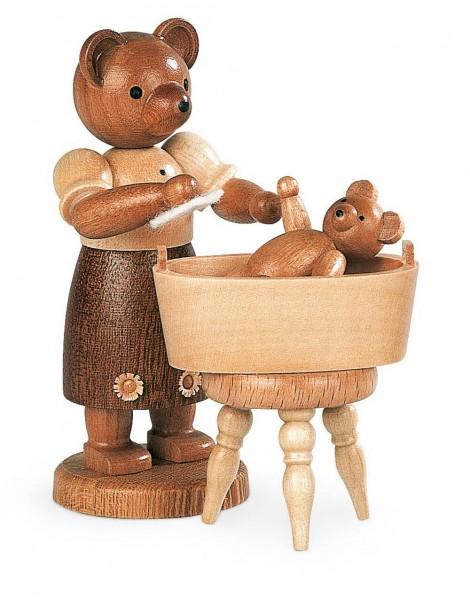 Dekofigur Bärenmutter mit badendem Kind aus Holz, naturfarben von Müller Kleinkunst aus Seiffen