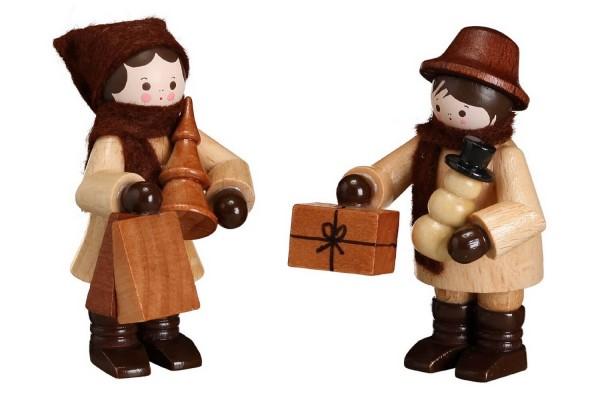Das Einkaufspaar in natur von Romy Thiel Deutschneudorf/ Erzgebirge, ist voll im Weihnachts - Shopping Vergnügen. Vom Bäumchen, über Braten bis zum Geschenk …