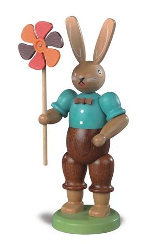 Osterhasenmann mit Windrad, farbig lasiert, 11 cm von Müller GmbH Kleinkunst aus dem Erzgebirge