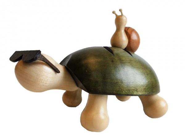 Achtung, hier kommt Fred. Die mega coole Schildkröte Fred mit Schnecke, farbig gebeizt von Nestler-Seiffen.com OHG Seiffen/ Erzgebirge, zaubert nicht nur …