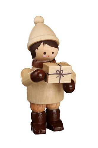 Winterkind mit Geschenk, mini - natur, 4 cm, Romy Thiel Deutschneudorf/ Erzgebirge