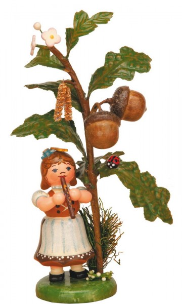 Mädchen spielt Flöte an einer Eiche aus der Serie Hubrig Herbstkinder