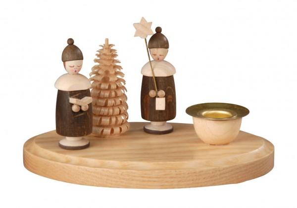 Weihnachtskerzenhalter, natur mit 2 Kurrendefiguren mit Mütze hergestellt von Albin Preißler