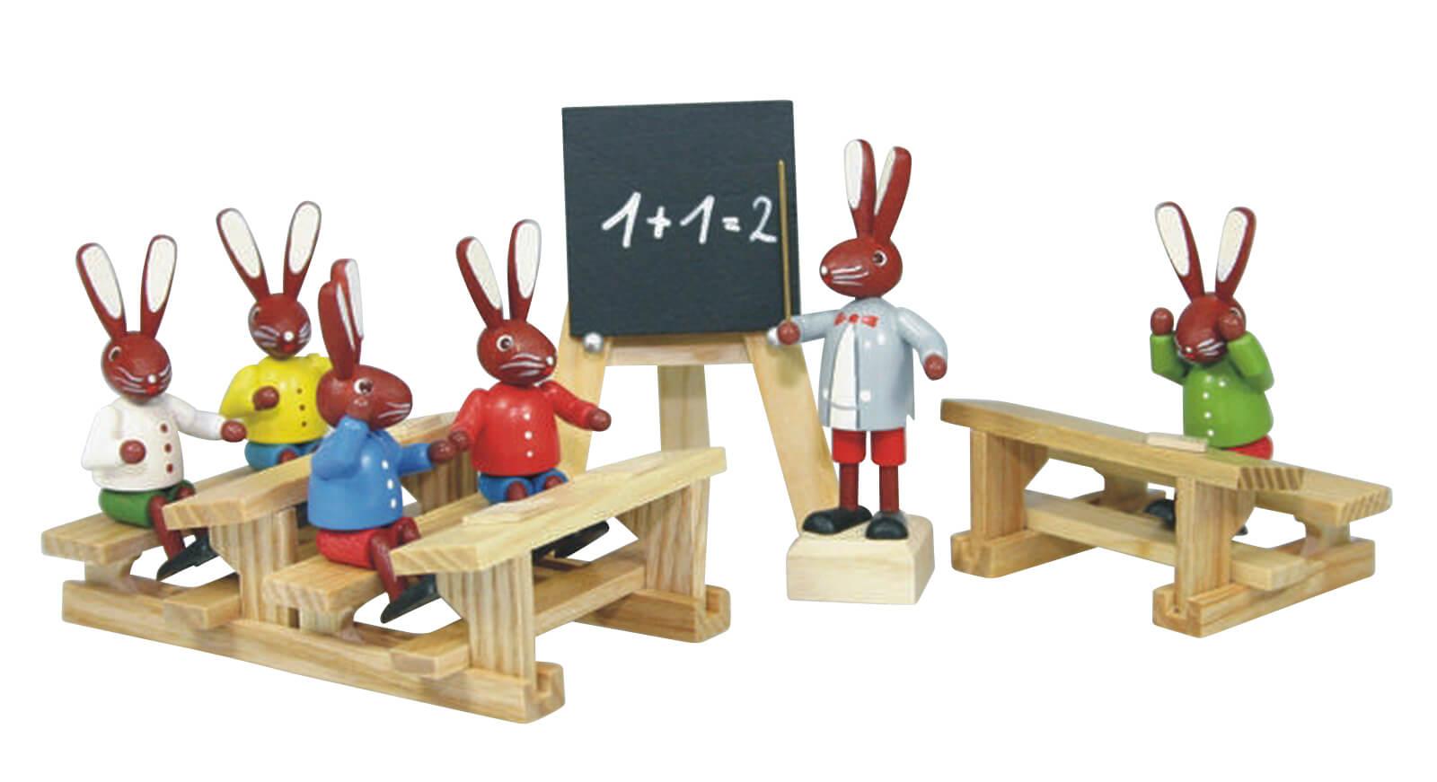 Osterhasenschule (5 Hasenschüler, 1 Lehrer, 2 Bänke (lang + kurz), 1 Tafel), bunt, 6 cm von Stephan Kaden holz.kunst Seiffen/Erzgebirge