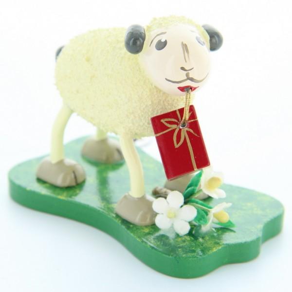 Schaf Gratulanti, bringt Geschenke, 5,5 cm, Frieder & André Uhlig Seiffen/ Erzgebirge