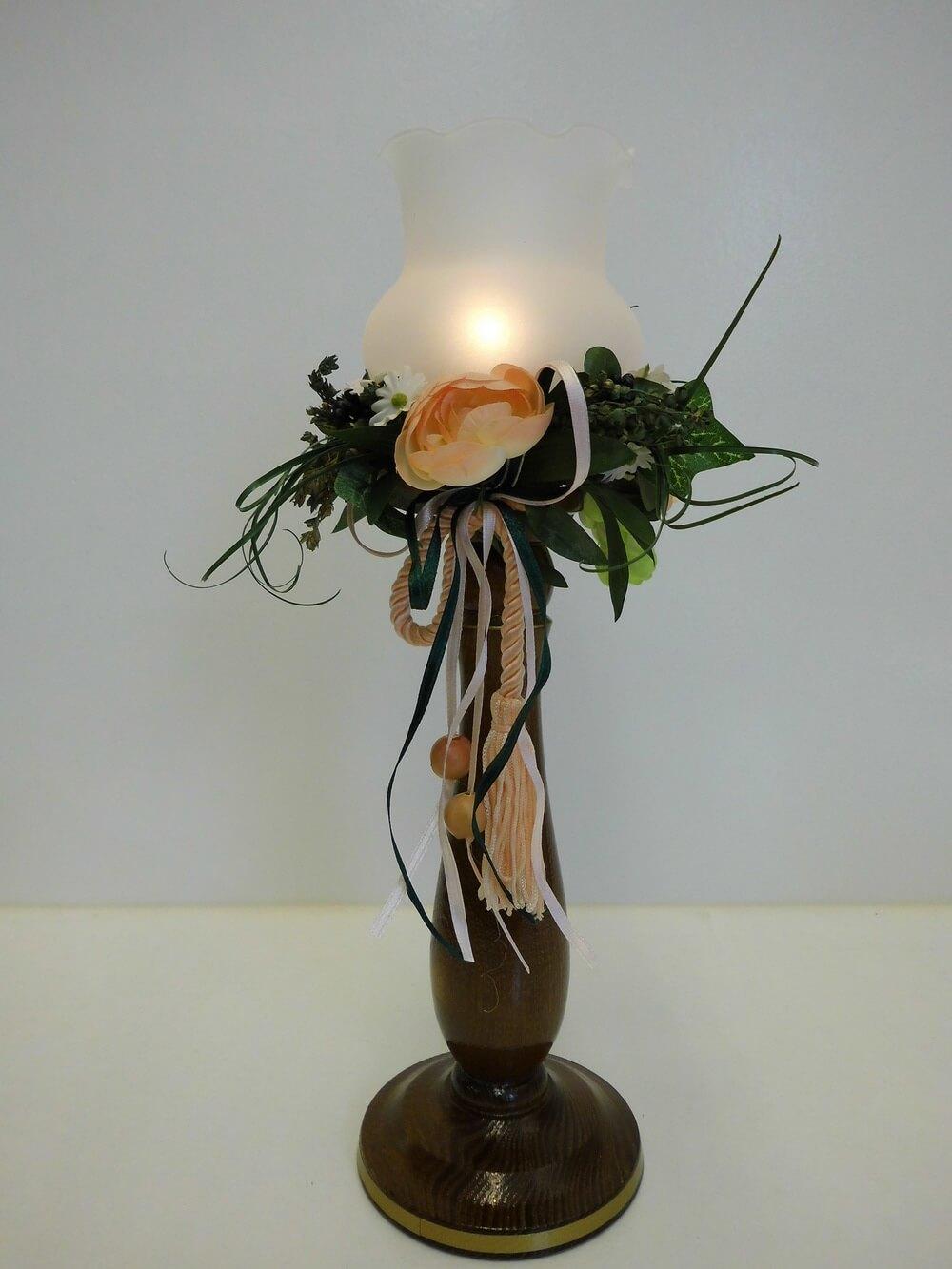 Der nostalgische Windlichtständer in nussbaum, 29 cm von Nestler-Seiffen.com OHG Seiffen/ Erzgebirge, bringt einen besonderen Vintage Flair in Ihr zu Hause. …