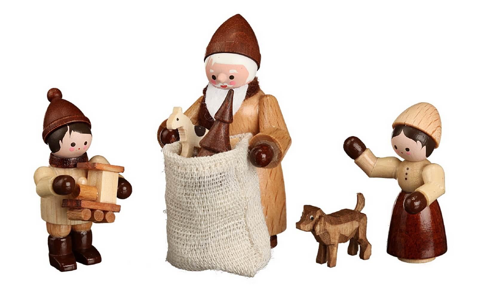 Die Bescherung in natur von Romy Thiel Deutschneudorf/ Erzgebirge, bestehend aus 4 Figuren in einem Satz, zaubert Weihnachten in Ihr Zuhause. Der …