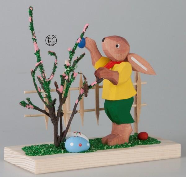 Holzschnitzerei Osterhase mit Gartenzaun, 11 cm, Bettina Franke Deutschneudorf/ Erzgebirge