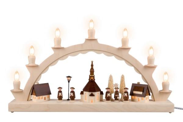 Schwibbogen von Nestler-Seiffen mit Seiffener Dorf und Kurrende mit beleuchteter Straßenlaterne und Kirchturmuhr_Bild1