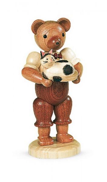 Dekofigur Bär mit Katze aus Holz, naturfarben von Müller Kleinkunst aus Seiffen