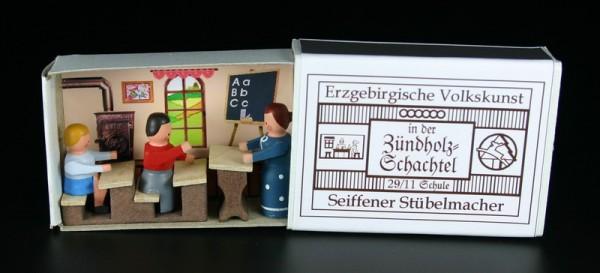 Zündholzschachtel Schule von Gunter Flath aus Seiffen / Erzgebirge Detailgetreue Nachbildung einer Schule oder Klassenzimmer aus früheren Zeiten. Dieses …