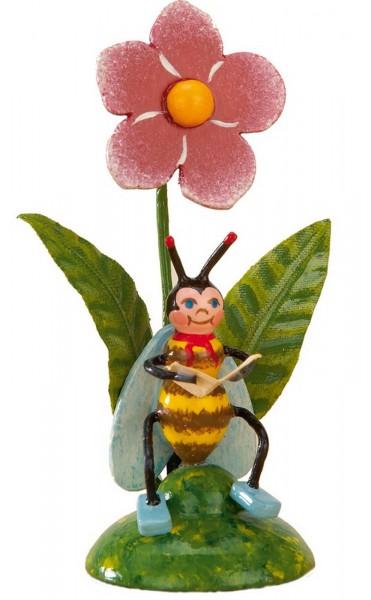 Biene aus Holz liest ihre Post von Hubrig Volkskunst