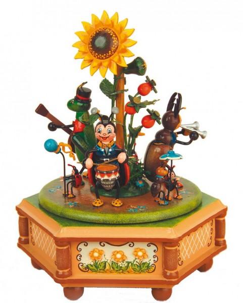 Spieluhr & Spieldose Käfertal, 20 cm hoch von Hubrig Volkskunst GmbH Zschorlau/ Erzgebirge.Bei dieser Spieluhr kann man eine von 3 …