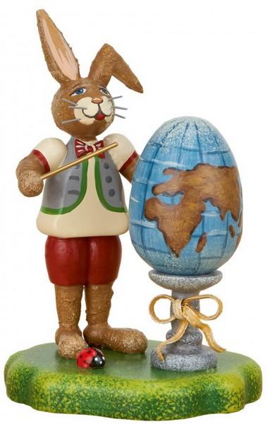 Hubrig Osterhase mit Welt Osterei aus Holz