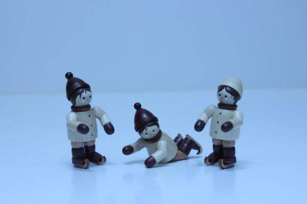 3 Schlittschuhkinder, Mini in natur von Romy Thiel
